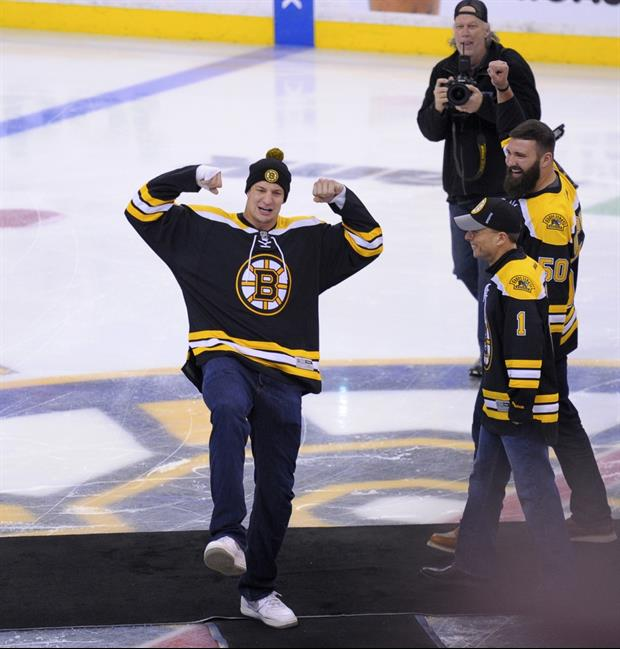 Camille Kostek Ohio: Rob Gronkowski Spikes Puck Into The 5th Row At Bruins Game